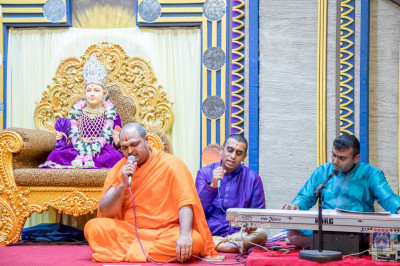Sants and devotees sing devotional songs to please Lord Swaminarayanbapa Swamibapa