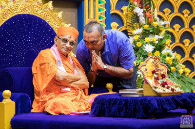 His Divine Holiness Acharya Swamishree blesses a devotee