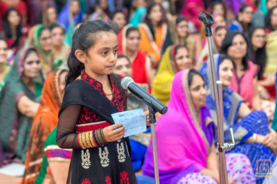 Young devotee recites a story of Sadguru Shree Gopalanand Swami