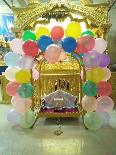 Lord Shree Swaminarayanbapa Swamibapa giving Divine darshan on a hindolo made of balloons
