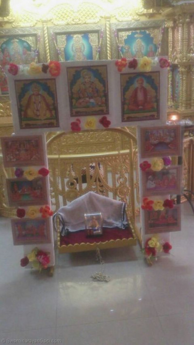 Lord Shree Swaminarayanbapa Swamibapa giving Divine darshan on a hindolo made of divine murtis