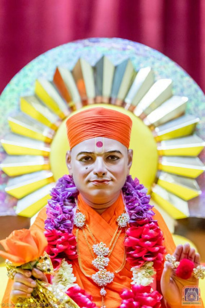 Divine darshan of Shree Muktajeevan Swamibapa