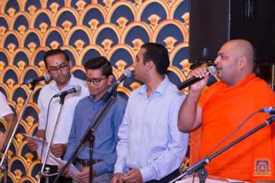 Sants and devotees melodiously sing devotional songs during raas