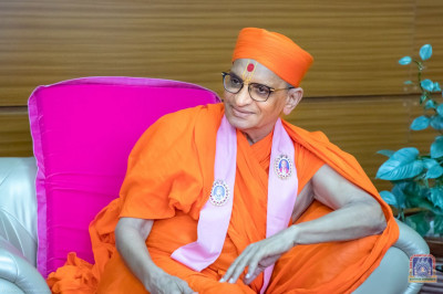 Divine darshan of H.D.H Acharya Swamishree at Jomo Kenyatta International Airport