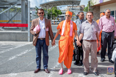 Devotees escort Acharya Swamishree to board His flight to Moi International Airport