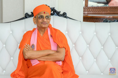 Divine darshan of H.D.H Acharya Swamishree at Moi International Airport