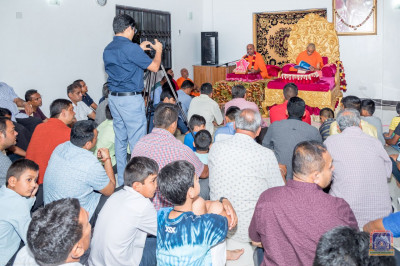 Devotees gather for evening sabha