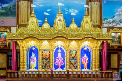 Divne darshan of Shree Swaminarayan Bhagwan, Jeevanpran Bapashree and Muktajeevan Swamibapa