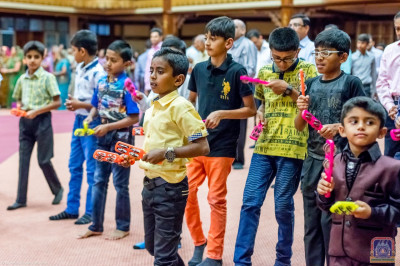 Young devotees enjoy the dhoon with musical instruments