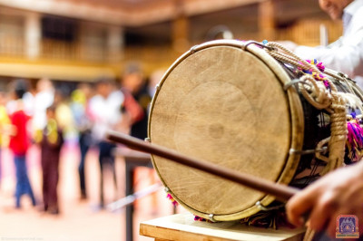 Musical instruments used to accompany the dhoon sung by devotees