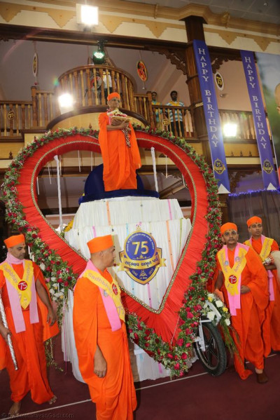Acharya Swamishree's grand entry on a heart-shaped chariot