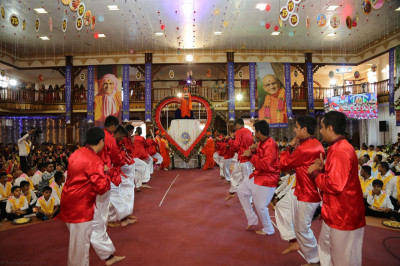 Acharya Swamishree's 75th birthday celebrations
