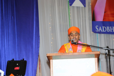 One of the sants recite Acharya Swamishree episodes