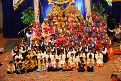 Devotees pose for a group photo