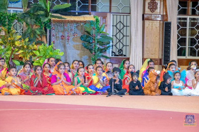 Prathna sang by the S.E.C students