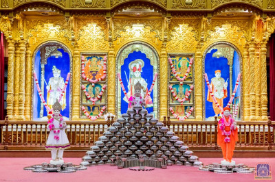 A beautiful display of utensils around Shree Swaminarayan Bhagwan, Jeevanpran Shree Abji Bapashree and Shree Muktajeevan Swamibapa