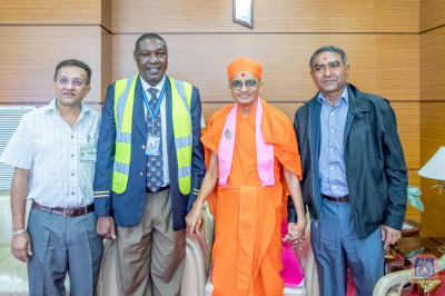 H.D.H Acharya Swamishree blesses the devotees and a Kenya's Airport Authority member
