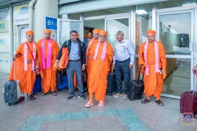 H.D.H Acharya Swamishree, Sant Mandal and devotees at Entebbe International Airport