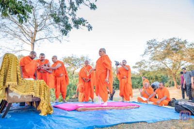 H.D.H Acharya Swamishree performs Sandhya Aarti at Chobe Safari Lodge