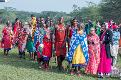 Maasai dancers ready to welcome H.D.H Acharya Swamishree, Sants and devotees