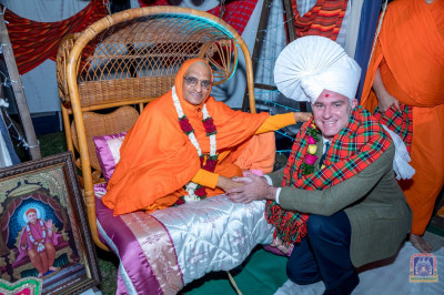 H.D.H Acharya Swamishree blesses a member of Mara Elephant Project Trust
