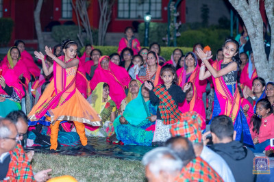 Devotees perform a dance to please H.D.H Acharya Swamishree