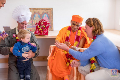 H.D.H Acharya Swamishree blesses the members of the Mara Elephant Project Trust