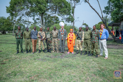 H.D.H Acharya Swamishree blesses the rangers and members of the Mara Elephant Project Trust