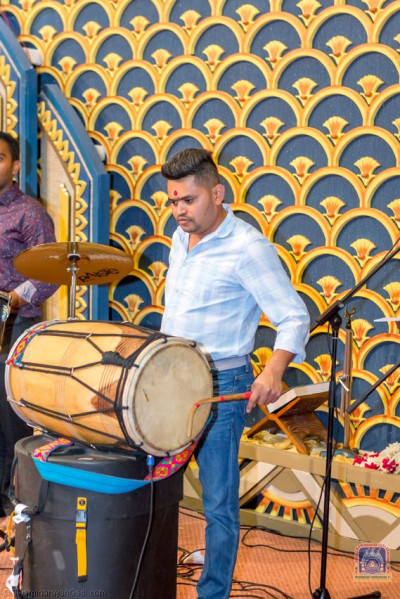 Musicians play dhol and singing along devotional songs