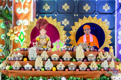 Divine darshan of Lord Shree Swaminarayan and H.D.H Acharya Swamishree