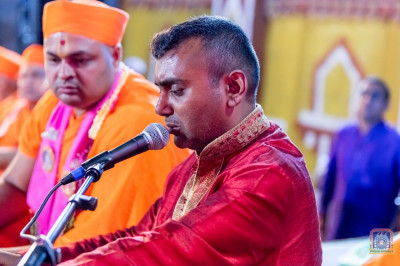 Sant Mandal and devotees sing devotional songs for Shakotsav