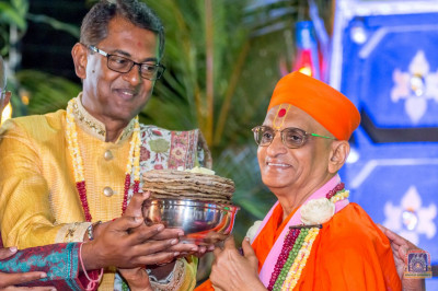 H.D.H Acharya Swamishree consecrates the rotlas