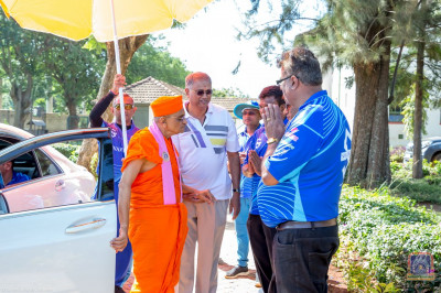 H.D.H Acharya Swamishree arrives at the grounds for the afernoon events