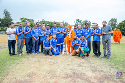 H.D.H Acharya Swamishree blesses the cricket team officials and players