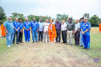 H.D.H Acharya Swamishree blesses the guests and cricket team officials