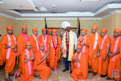 A group photo of Sants with H.D.H Acharya Swamishree and the Deputy President William Ruto