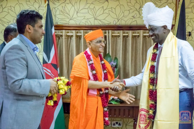 H.D.H Acharya Swamishree blesses the Deputy President William Samoei Arap Ruto