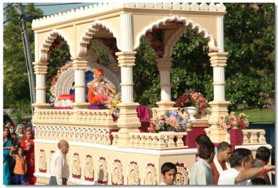Acharya Swamishree sits on the beautiful chariot throughtout the entire parade