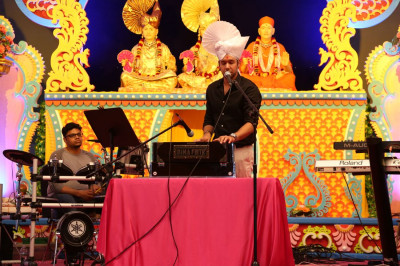 Jeffrey Iqbal entertains the audience with exceptional kirtan-bhakti