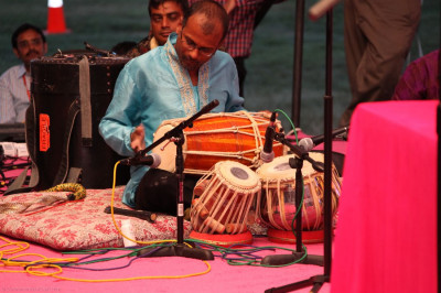 A performer accompanies Jefrrey Iqbal with up-beat rhythms