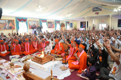Sants and disciples recite the �jay� during the yagna ceremony