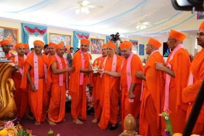 Acharya Swamishree and Sants perform the first annkut aarti at Shree Swaminaryan Temple Bear, Delaware