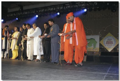 The ceremonious flame lighting is performed by Sadguru Shree Jitendrapriyadasji Swami and other honored guests