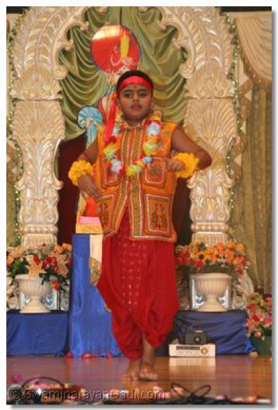 "Young devotes performs a devotianal dance to the kirtan ""Phool Tume Aarpan"""