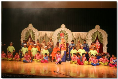Acharya Swamishree gives His divine blessings to all the young devotees who took part in the performances