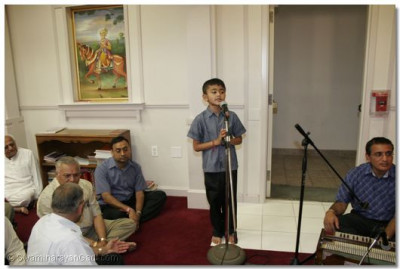 A young disciple gives a speech about the glory of the Lord
