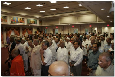Hundreds of disciples had gathered to welcome His Divine Holiness Acharya Swamishree to the United States