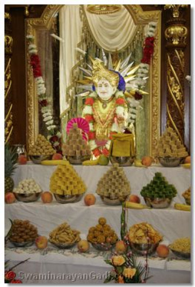 The divine darshan of Jeevanpran Bapashree with the ankoot