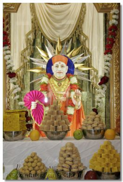 The divine darshan of Jeevanpran Swamibapa with the ankoot