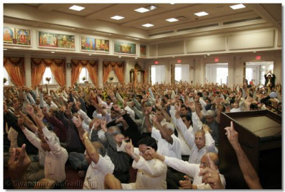 Hundreds of disciples gather to celebrate the sixth anniversary of the temple